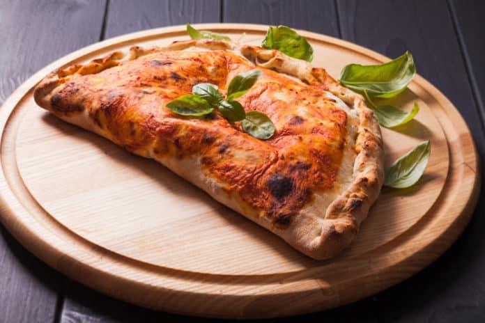 Pierożek w kształcie pizzy, już u nas! Pieróg Calzone.